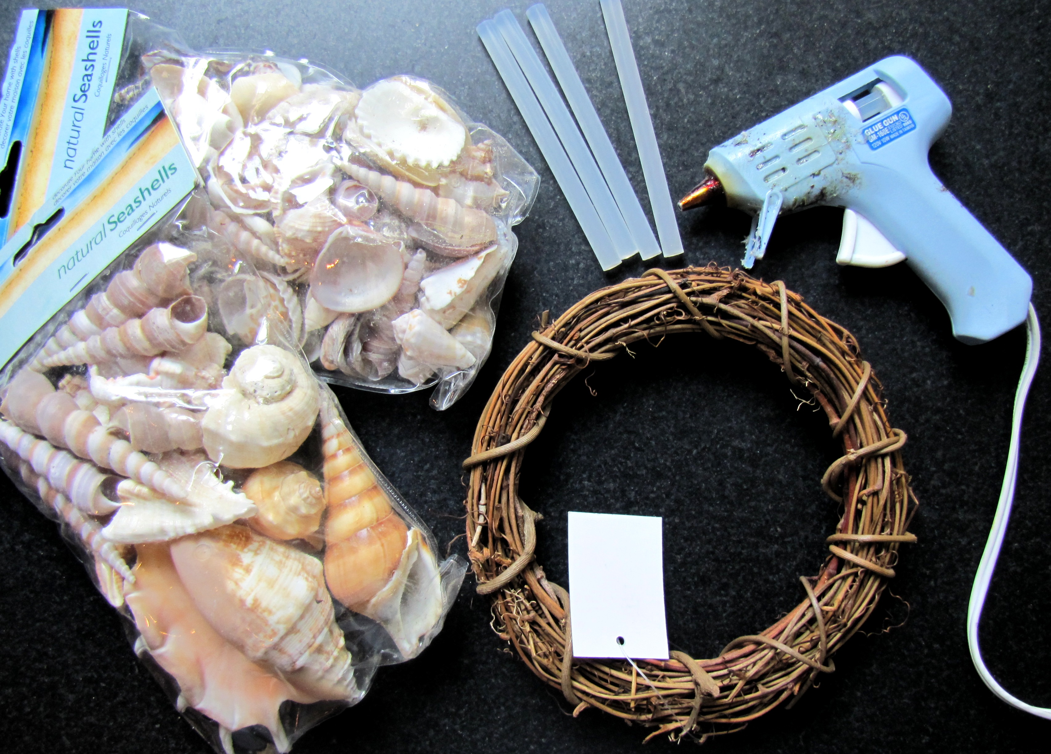 Simple shell wreath 623killian for What are shells made of